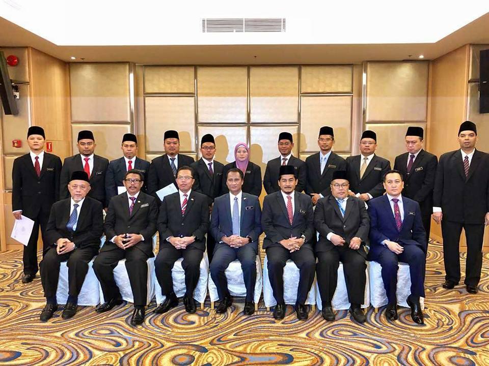 Majlis Penyampaian Surat Kenaikan Pangkat Bagi Pegawai Hal Ehwal Islam Gred 41 ke Gred 44