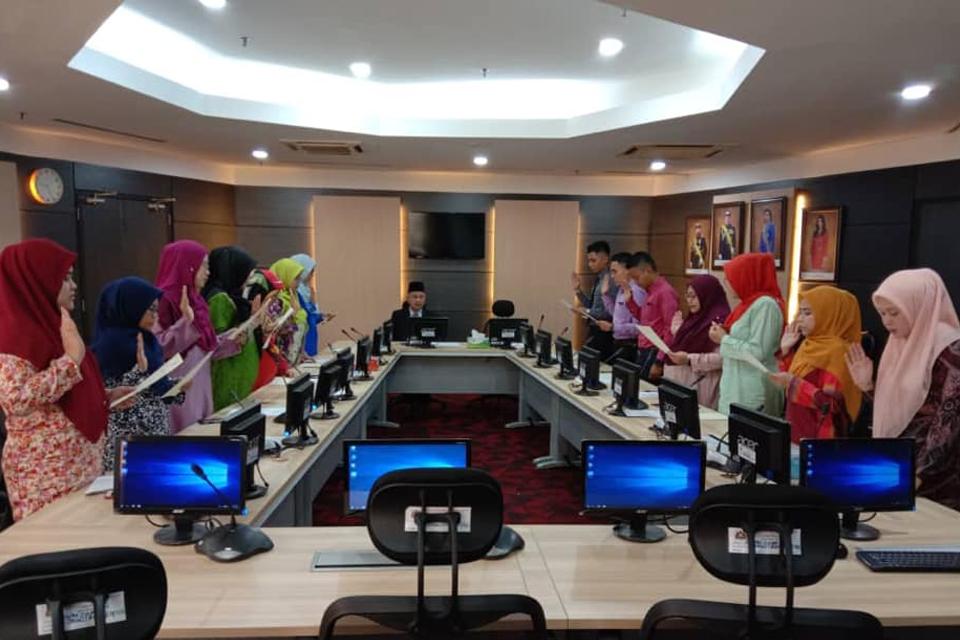 Majlis Akujanji Pembantu Tadbir N19 yang baru dilantik dalam perkhidmatan.